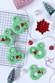 Bake up some Mickey-shaped holiday wreath cookies for all your loved ones this season. Perfect for teacher gifts and cookie exchanges! Disney Christmas Shirts, Disney World Christmas, Mickey Christmas, Christmas Love, Christmas Treats, Disney Holidays, Christmas Holidays, Xmas, Disney Food