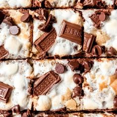 S'mores Bars are everybody's favorite campfire treat except in bar form and without the camping! Gooey marshmallows, buttery graham cracker crust, and melty chocolate, all in wonderful ooey, gooey cookie s'mores bars that you won't be able to stop eating! Chocolate Gravy, Hershey Chocolate, Graham Cracker Crust, Graham Crackers, Easy Orange Julius Recipe, Chicken Kabob Marinade, Homemade Aioli, Oven Roasted Asparagus, Roasted Garlic