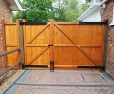 Split Driveway Gates, The Brentwood, Split Gates with matching side panel. split allowing for easier pedestrian access. Driveway Fence, Backyard Gates, Front Yard Fence, Cedar Gate, Wooden Fence Gate, Wooden Driveway Gates, Fence Gates, Wooden Gate Designs, Tor Design