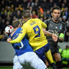 """566 mentions J'aime, 2 commentaires - Claudio Villa (@claudiovillaphotographer) sur Instagram : """"About Sweden vs Italy 🇸🇪🇮🇹⚽️📷 #bonucci #chiellini #sweden #italia #italy #nazionale #azzurri…"""""""