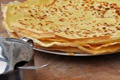 MA PATE A CREPES facile et délicieuse 250g de farine 4 œufs 1/2 litre de lait 1 pincée de sel 2 sachets de sucre vanillé 1 cuillère à soupe de sucre en poudre 1 cuillère à soupe de Cognac (facultatif) 1 cuillère à soupe d'huile