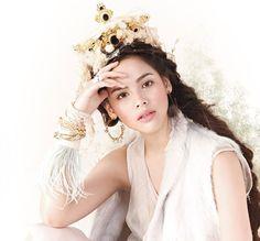 ❤️ #thaistar3 #thaistar #makeup #sudsapda #magazine #thailand #superstar #drama #thaimagazine #ch3 #thaitv3 #sudsapda2013 #urassayas Thai Princess, Holy Chic, Korean Music, Celebs, Celebrities, Girl Face, Traditional Dresses, Pretty Girls, Flower Girl Dresses