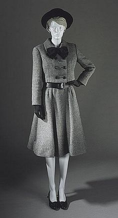 1964 Norell Suit - Oh I love this, but I think it would be all wrong for a woman with no waist.