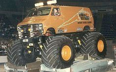 Dodge Van Monster Truck crushing 2 big old Cadillacs Chevy Pickup Trucks, Dodge Trucks, Jeep Truck, Cool Trucks, Big Trucks, Big Monster Trucks, Monster Jam, Truck And Tractor Pull, Tractor Pulling