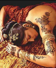 Henna on the shoulder/back for wedding...very interestingly cool! :) maybe i'll do that.