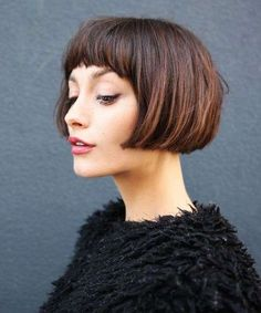 2017 LA Hairstyle Trends - New Los Angeles Hair Looks Good textured blunt  hair cut with bangs in the article 8d277cf1b408