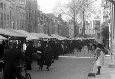 Breedstraat 1942: Zaterdagochtendmarkt (Wekelijkse Lapjesmarkt)