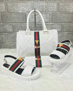 Choosing The Perfect Handbag That's Suitable For All Season - Best Fashion Tips Gucci Fashion, Fashion Bags, Gucci Handbags, Purses And Handbags, Gucci Brand, Shoe Boots, Shoe Bag, Hot Shoes, Gucci Shoes