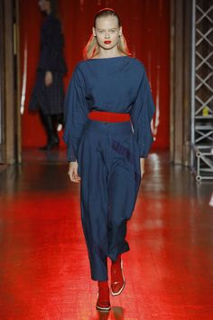 See all the Collection photos from Palmer Harding Spring/Summer 2019 Ready-To-Wear now on British Vogue Palmer Harding, Ladies Fashion, Womens Fashion, Catwalk, Ready To Wear, Vogue, Spring Summer, Blouse, How To Wear