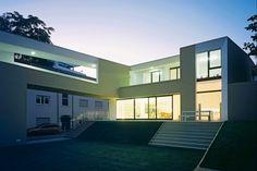 Alles, was ein Wohnhaus braucht, wurde bei dieser Um- und Überbauung eines Fünziger-Jahre-Gebäudes geliefert – nur neu gemischt und geordnet, um auf die dichte Innenstadtlage zu reagieren | Meixner Schlueter Wendt ©Christoph Kraneburg, Köln