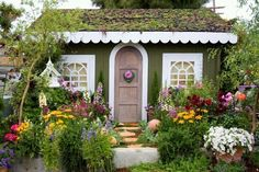 Charming cottage created by Secret Garden Landscaping! Love this English cottage garden! Cute Cottage, Cottage Style, Yellow Cottage, French Cottage, Cottage Living, Cottage Homes, Garden Living, Garden Cottage, Home And Garden