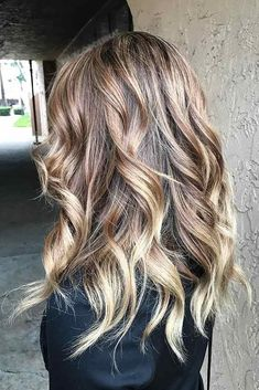 33 Blonde Balayage Looks Not To Miss In 2019 - Hair ColorSahara Beige to Cream Soda Balayage ❤ These days blonde balayage is not something simple that you are used to. Time does not stay still and hair fashion moves further forward with each day! Brown To Blonde Balayage, Beige Blonde, Blonde Highlights, Balayage Hair, Ombre Hair Color, Cool Hair Color, Hair Colors, Blood Red Hair, Khaleesi Hair