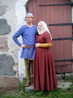 A Most Peculiar Mademoiselle: 14th century ביגוד המתאים לבני המעמד הפשוט.