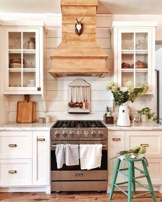 A Closer Look at Whitetail Farmhouse, This Year& Best Kitchen Organization . A Closer Look at Whitetail Farmhouse, This Year& Best Kitchen Organization Project - The Organized Home Modern Farmhouse Kitchens, Farmhouse Kitchen Decor, Home Decor Kitchen, New Kitchen, Vintage Kitchen, Cool Kitchens, Kitchen Dining, Kitchen Cabinets, Awesome Kitchen