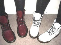Doc martens favorite shoes ever! Grunge Style, Soft Grunge, 90s Grunge, Sock Shoes, Cute Shoes, Me Too Shoes, Shoe Boots, Grunge Outfits, Grunge Fashion