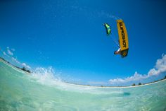 Victor Hays with a grab on the 2016 Slingshot Rally kite and Misfit board. Nice floating over Turks and Caicos tropical waters. Credit: Jason Lee. #slingshotkiteboarding #kiteboarding #kitesurfing #wallpaper