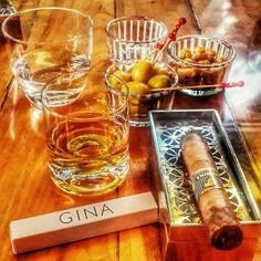 Pazar akşam üstü keyfi. #Sunday #Funday #JohnnieWalker #BlackLabel ve #Cohiba #cigar #KpHerYerde