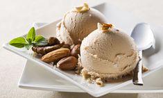 Receta de helado de almendras, un postre ideal para servir bien en solitario bien acompañando a tartas, frutas o chocolates.