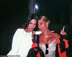 Memories On Saturday, Kendall Jenner, shared throwback snaps of herself and BFF Hailey Baldwin, from the first weekend of the annual music festival Kendall Jenner Photos, Kendall Jenner Style, Kylie Jenner, Kendall Jenner Coachella, Hailey Baldwin, Best Friend Pictures, Friend Photos, Estilo Jenner, Lifestyle