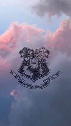 Discovered by Frida Morales. Find images and videos about wallpaper, harry potter and hogwarts on We Heart It - the app to get lost in what you love. Harry Potter Tumblr, Harry Potter World, Arte Do Harry Potter, Harry Potter Quotes, Harry Potter Love, Harry Potter Fandom, Harry Potter Universal, Harry Potter Lock Screen, James Potter