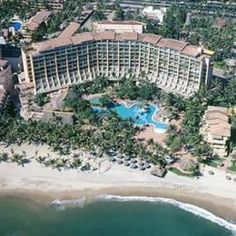 Fiesta Americana Puerto Vallarta Vacation Deals, Vacation Destinations, Vacation Outfits, Places To Travel, Places To See, Puerto Vallarta Resorts, Downtown Hotels, Secluded Beach, Great Hotel