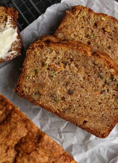 Autumn Bread Autumn Bread is an ultra moist quick bread/cake that's a combination of zucchini bread, banana bread, and carrot cake! The perfect fall treat! Quick Bread Recipes, Baking Recipes, Dessert Recipes, Desserts, Quick Dessert, Bread Cake, Dessert Bread, Dessert Tables, Cupcakes