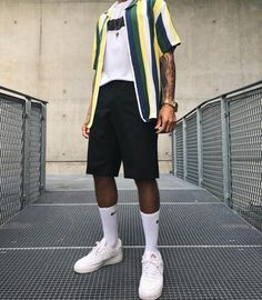 "40 Gorgeous Men Street Styles Ideas What exactly does the term ""street style"" mean? Well the meaning is really implied in the name itself. Black Men Casual Style, Style Men, 90s Fashion, Fashion Looks, Fashion Outfits, Men Street, Street Wear, Urban Outfits, Cool Outfits"