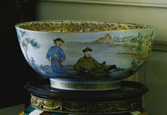 A FINELY PAINTED CHINESE EXPORT PORCELAIN FAMILLE-ROSE FIGURAL PUNCH BOWL QING DYNASTY, CIRCA 1745 - Sotheby's