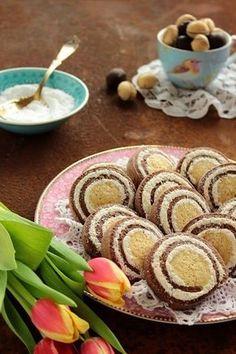 Húsvétra ajánlom, finom, mutatós keksz - és pofon egyszerű elkészíteni. » HOZZÁVALÓK « Tészta : ... My Recipes, Sweet Recipes, Cookie Recipes, Favorite Recipes, Recipies, Hungarian Desserts, Hungarian Recipes, Hungarian Food, Small Cake