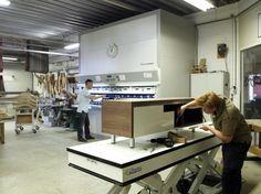 Afmonteren van een TV kast Custom in de meubelmakerij van Kees Verhouden Meubelen