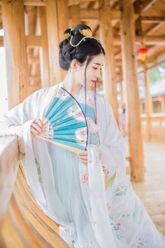 Traditional Chinese Hanfu - Type: Chest-high Ruqun/襦裙 and Daxiushan/大袖衫 (large-sleeve robe) from 菩提雪/Putixue.