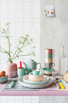 NEW collection - Sweet & Spice based on the ongoing trend of pastel coloures spices up with neon accents. Combined with graphic prints it looks very fresh!
