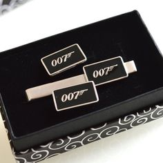 The original tie clip + cufflinks , JAmes BOnd Color: Silver Material: Rhodium coated brass. A very original gift for men. Cufflinks And Tie Clips, Wedding Gifts For Groom, Kind Words, Black Men, James Bond, Jealous, Trending Outfits, Unique Jewelry, Handmade Gifts