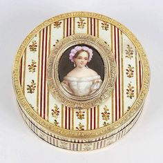 Isn't this patch box from the 19th century lovely? It is lot 312 in our Antiques & Fine Art sale and will go under the hammer on May 23rd  #art #antique #porcelainart #porcelain #ceramics #homedecor #ceramics #antiques