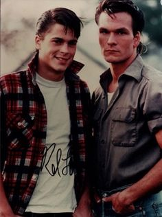 Rob Lowe (Soda) and Patrick Swayze (Darry) in The Outsiders Lisa Niemi, 80s Movies, Good Movies, Movie Tv, The Outsiders Cast, Patrick Swayze Movies, Greaser Girl, Greaser Style, Patrick Wayne