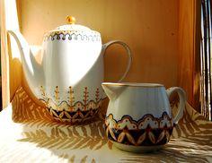 Conjunto tetera y lechera. Pintado a mano, apto para lavavajillas y microondas. Consulta o encargo: Pachimudesign@gmail.com