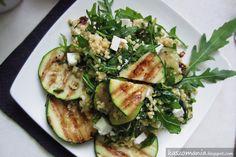 Kaszomania - pomysły na dania z kaszy jaglanej: Kasza jaglana z grillowaną cukinią, rukolą, serem feta i suszonymi pomidorami