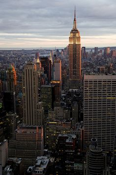 pinterest.com/fra411 #NYC - Empire State Building at Sunset, New York | Flickr : partage de photos !
