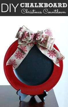 DIY Chalkboard Christmas Countdown This is a cute DIY craft project for Christmas. You can use it as a Christmas countdown piece, or something else - maybe your elf can leave notes on it, or write bits of Christmas carols. Christmas Chalkboard, Diy Chalkboard, Christmas Countdown, Christmas Time, Charger Plate Crafts, Charger Plates, Plate Chargers, Diy Crafts For Kids, Easy Crafts