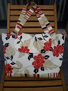 SITE: Sewing online Links to patterns and tutorials of French bags Coin Couture, Couture Sewing, Large Beach Bags, Sewing Online, Sac Week End, My Style Bags, Fabric Bags, Cute Bags, Fashion Bags