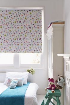 This Foxy Pink fabric is a beautiful Roller blind that features a blackout coating. The fun design will delight any little girl, while the blackout quality makes it perfect for a bedroom.
