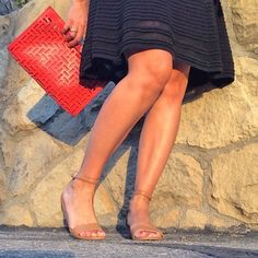 nude shoes that match your skin color will make your legs look longer How To Look Expensive, Ankle Boots With Jeans, Rolled Jeans, Nude Shoes, Colorful Shoes, Jean Outfits, Capsule Wardrobe, Shoe Boots, Dressing