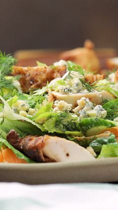 Enjoy crispy, moist fried chicken guilt free on a bed of greens with buttermilk dressing. Enjoy crispy, moist fried chicken guilt free on a bed of greens with buttermilk dressing. Fried Chicken Salads, Chicken Salad Recipes, Salad Chicken, Chicken Bacon, Healthy Salads, Healthy Eating, Healthy Recipes, Salad Recipes Video, Soup And Salad