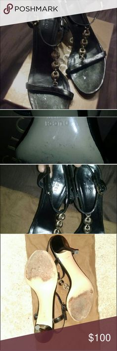 Authentic elegant vintage Gucci Heel Mint condition no spots on shoe, glares from camera flash. Perfect classy shoe. Very comfy to me😍fit is true to size 9.5, comes with box. Gucci Shoes Heels