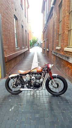 41 Ideas Bullet Bike Royal Enfield Motors For 2020 Enfield Bike, Enfield Motorcycle, Bobber Motorcycle, Retro Motorcycle, Motorcycle Style, Women Motorcycle, Royal Enfield Classic 350cc, Royal Enfield Wallpapers, Sportster Cafe Racer