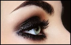 Dark smoky eye