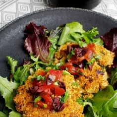 Feta-Scallion Couscous Cakes With Tomato-Olive Salad Recipe - ZipList.for gluten free us rice or quinoa instead of couscous Couscous How To Cook, Cooking Couscous, Vegetarian Recipes, Healthy Recipes, Vegetarian Burgers, Healthy Dishes, Olive Salad, Winter Salad, The Best