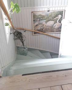 Pelikan i trappan! #ledstång #30talshus #loppisfynd #varförtisdag @mirellany