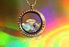 He encontrado este interesante anuncio de Etsy en https://www.etsy.com/es/listing/187726412/diamond-and-pearls-floating-charm-set