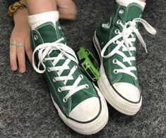 """Find and save images from the """"Converse⭐️"""" collection by ♕ (liaalk) on We Heart It, your everyday app to get lost in what you love. Dr Shoes, Swag Shoes, Hype Shoes, Me Too Shoes, Crazy Shoes, Oxford Shoes, Style Converse, Mode Converse, Converse High"""